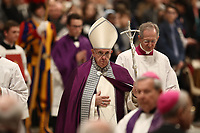 Papa Francesco lascia la Bsilica di San Pietro dopo aver celebratola Liturgia Penitenziale. Città del Vaticano, 29 marzo, 2019.<br /> Pope Francis leaves after celebrating the Liturgy of Penance in Saint Peter's Basilica at the Vatican, on March 29, 2019.<br /> UPDATE IMAGES PRESS/Isabella Bonotto<br /> <br /> STRICTLY ONLY FOR EDITORIAL USE