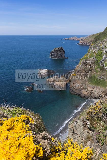 Royaume-Uni, îles Anglo-Normandes, île de Sark (Sercq) : Window in the rock: vue sur le port du Moulin et l'îlot Pêgane// United Kingdom, Channel Islands, Sark Island (Sercq)