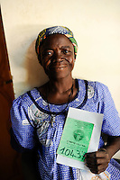 BURKINA FASO Kaya, diocese bank gives micro loan for women as income generation, woman with saving book / BURKINA FASO Kaya, Bank der Dioezese Kaya vergibt Mikrokredite fuer Frauen und Kleinunternehmer zur Einkommensfoerderung, Frau mit Sparbuch
