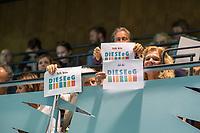 """Sitzung der Bezirksverordnetenversammlung des Berliner Bezirk Friedrichshain-Kreuzberg am Mittwoch den 14. August 2019.<br /> Auf der Tagesordnung stand der Antrag der CDU, das die Genossenschaft """"Diese eG"""" vom Bezirk nicht mehr vom Vorkaufsrecht von Immobilien gebrauch machen darf. Mit dem Vorkaufsrecht versucht der Bezirk, immer wieder erfolgreich, Wohnimmobilien zu erwerben, um deren Bewohner vor Mietspekulation durch Immobilienkonzerne  zu bewahren.<br /> Als weiterer Tagesordnungspunkt stand ein Antrag von CDU und FDP, gegen den fuer das Vorkaufsrecht zustaendigen Baustadtrat Florian Schmidt, Buendnis 90/Die Gruenen, einen Untersuchungsausschuss einzurichten.<br /> Beide Antraege wurden von einer Mehrheit der Bezirksverordneten abgelehnt.<br /> Im Bild: Besucher der BVV protestieren mit Schildern gegen den Antrag der CDU gegen die """"Diese eG"""".<br /> 14.8.2019, Berlin<br /> Copyright: Christian-Ditsch.de<br /> [Inhaltsveraendernde Manipulation des Fotos nur nach ausdruecklicher Genehmigung des Fotografen. Vereinbarungen ueber Abtretung von Persoenlichkeitsrechten/Model Release der abgebildeten Person/Personen liegen nicht vor. NO MODEL RELEASE! Nur fuer Redaktionelle Zwecke. Don't publish without copyright Christian-Ditsch.de, Veroeffentlichung nur mit Fotografennennung, sowie gegen Honorar, MwSt. und Beleg. Konto: I N G - D i B a, IBAN DE58500105175400192269, BIC INGDDEFFXXX, Kontakt: post@christian-ditsch.de<br /> Bei der Bearbeitung der Dateiinformationen darf die Urheberkennzeichnung in den EXIF- und  IPTC-Daten nicht entfernt werden, diese sind in digitalen Medien nach §95c UrhG rechtlich geschuetzt. Der Urhebervermerk wird gemaess §13 UrhG verlangt.]"""