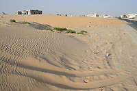MAURETANIA, Nouakchott, desert at city outskirts, city growth, new buildings / MAURETANIEN, Nuakschott, Wüste am Stadtrand, Städtewachstum, Urbanisierung