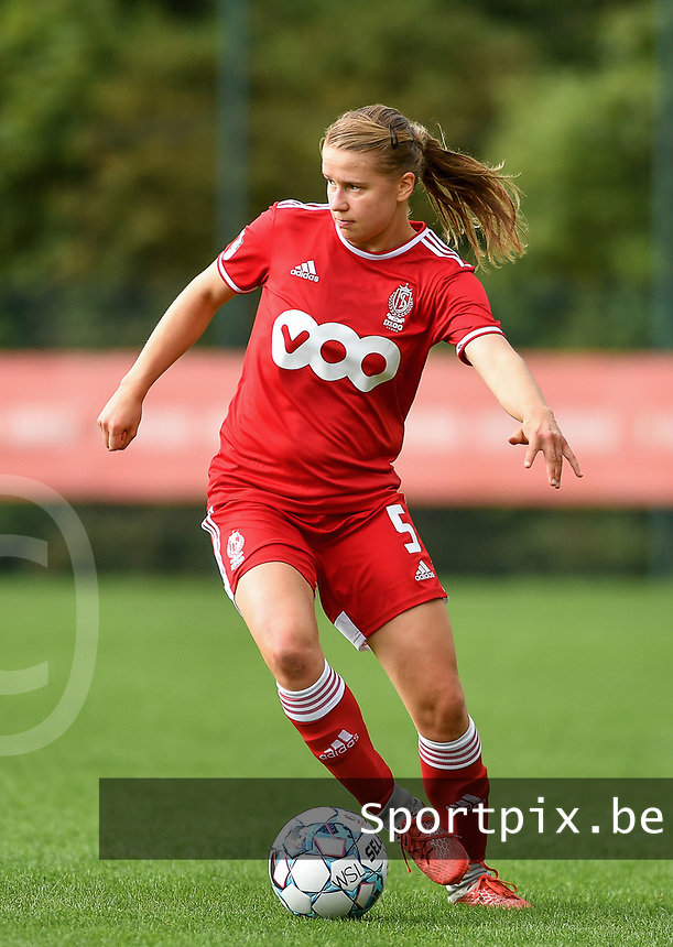 Aster Janssens (5) of Standard in action during a female soccer game between Standard Femina de Liege and Eendracht Aalst dames on the fourth matchday in the 2021 - 2022 season of the Belgian Scooore Womens Super League , Saturday 11 th of September 2021  in Angleur , Belgium . PHOTO SPORTPIX | BERNARD GILLET