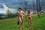 Il peccato è compiuto, il pianeta è disfatto, è ora di andare.<br /> Ed è ora di andare anche perchè fa freddo a fine novembre nell'entroterra ligure, nudi in mezzo ai campi a recitare la scena del Paradiso Perduto.<br /> La prossima la ambientiamo in Inferno.