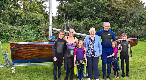 The Sailing Family Smyth – Trevor and Krissi Smyth and their kids with his mother Bridget and the vintage IDRA 14 Chloe