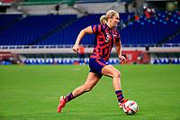 SAITAMA, JAPAN - JULY 24: Lindsey Horan #9 of the United States moves towards the box during a game between New Zealand and USWNT at Saitama Stadium on July 24, 2021 in Saitama, Japan.
