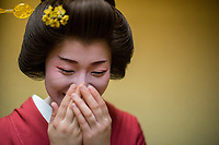 Japan, Ishikawa, Yamanaka. The Kayotei Ryokan. Geisha visiting guests at the ryokan. Model released