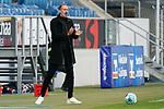 Pellegrino Matarazzo (Trainer, Cheftrainer, VfB), klatscht in die Hände, Klatschen, Applaus, applaudiert, motiviert das Team, Motivation, am Spielfeldrand, an der Seitenauslinie, 21.11.2020, Sinsheim  (Deutschland), Fussball, Bundesliga, TSG 1899 Hoffenheim - VfB Stuttgart, DFB/DFL REGULATIONS PROHIBIT ANY USE OF PHOTOGRAPHS AS IMAGE SEQUENCES AND/OR QUASI-VIDEO. <br /> <br /> Foto © PIX-Sportfotos *** Foto ist honorarpflichtig! *** Auf Anfrage in hoeherer Qualitaet/Aufloesung. Belegexemplar erbeten. Veroeffentlichung ausschliesslich fuer journalistisch-publizistische Zwecke. For editorial use only.