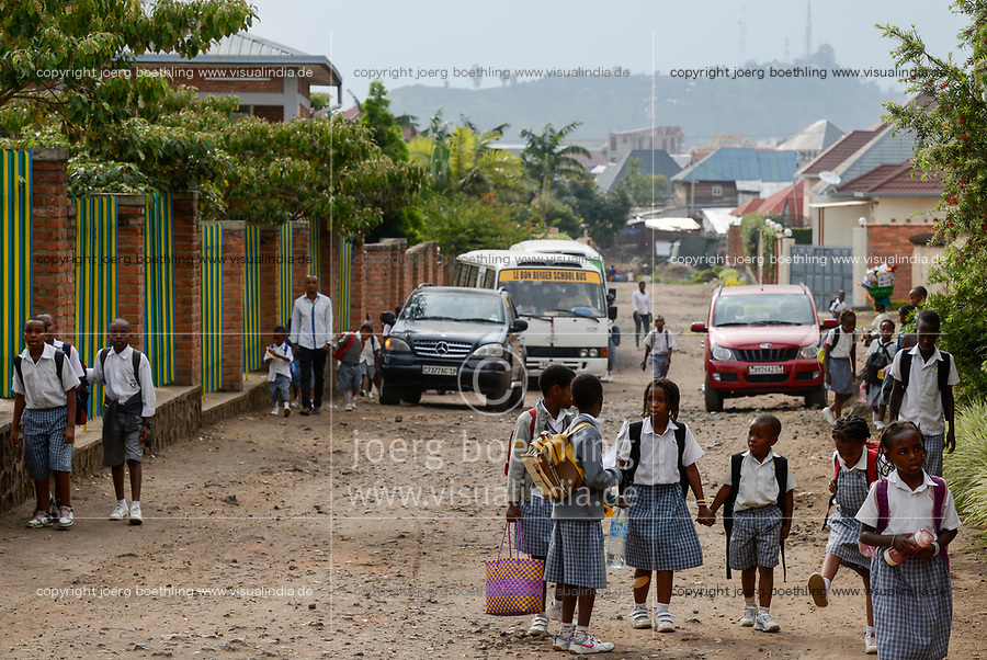 RWANDA, Gisenyi, school children, view to Goma in Congo / Grenzstadt am Kivu See, Blick zum Kongo, Goma