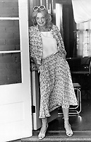 Sunshine smile: The actress who entranced the world in the move Never On Sunday, Melina Mercouri checks out the Rosedale house where her husband is making a movie.<br /> Bezant, Graham<br /> Picture, 1979<br /> <br /> 1979,<br /> <br /> PHOTO : Graham Bezant - Toronto Star Archives - AQP