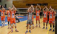Knack Roeselare - Asse - Lennik : Asse-Lennik viert feest na het behalen van de 1-2 en bijhorende kwalificatie voor de finale .<br /> foto VDB / BART VANDENBROUCKE