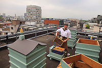 """A stone's throw from Piccadilly, Steve Benbow, the beekeeper of the London Bridge, set up hives in 2006 on the terrace of Fortnum and Mason's to produce an exceptional honey for the famous store. """"The hives are on top of the roof at Piccadilly, facing south."""" In 2007, the colonies spent the summer in Oxfordshire, a last breath of fresh air before taking up permanent residence on the roof in Piccadilly in 2008. """"After an afternoon of tasting honey, I learned that the best honey is like a good wine: full of bouquet and sensations, far from those honeys mixed to create standardized products. We are a British company and we have a good range of British honeys and the biggest selection- available in Great Britain - of 33 varieties from throughout the world, some exceptionally rare."""""""
