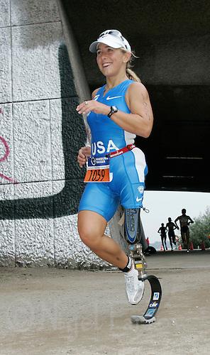 02 SEP 2007 - HAMBURG, GER - Sarah Reinertsen (USA) - World AWAD Triathlon Championships. (PHOTO (C) NIGEL FARROW)