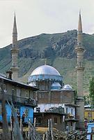 - mosque in Van (south-oriental Turkey, Turkish Kurdistan) ....- moschea a Van (Turchia sud-orientale, Kurdistan turco) ........