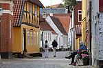 Denmark, Jutland, Ribe: Cobblestone alley in the old town | Daenemark, Juetland, Ribe: eine der aeltesten Staedte Daenemarks, Altstadtgasse mit Kopfsteinpflaster
