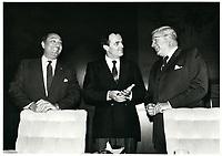 Remise d'un cheque a l'OSM<br /> , le 8 octobre 1987<br /> <br /> <br /> PHOTO : Agence Quebec Presse