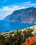 Spanien, Kanarische Inseln, Teneriffa, Los Gigantes: Steilkueste und gleichnamiger Urlaubsort an der Westkueste | Spain, Canary Islands, Tenerife, Los Gigantes: cliff and resort on the west coast