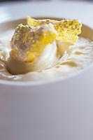 Europe/France/Rhone-Alpes/73/Savoie/<br />  La Perrière l: La Tania: Julien Machet, restaurant: Le Farçon, Sorbet au foin de nos montagnes et pamplemousse