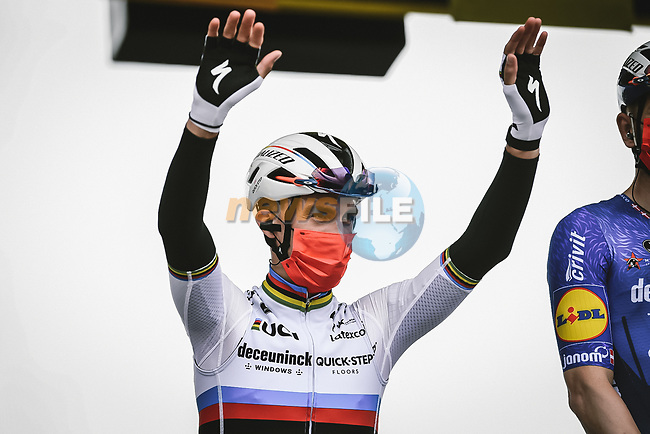 World Champion Julian Alaphilippe (FRA) Deceuninck-Quick Step at sign on before the start of Stage 1 of the 2021 Tour de France, running 197.8km from Brest to Landerneau, France. 26th June 2021.  <br /> Picture: A.S.O./Pauline Ballet | Cyclefile<br /> <br /> All photos usage must carry mandatory copyright credit (© Cyclefile | A.S.O./Pauline Ballet)