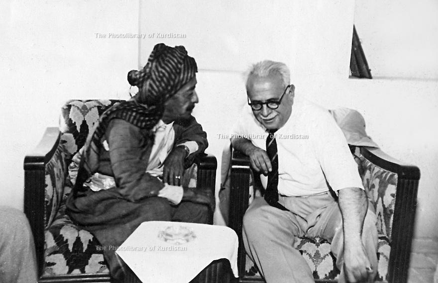 Iraq 1950?.Suleimania: Sheikh Kader Barzinji and Tawfiq Wahbi beg   .Irak 1950? .Souleimania: A gauche, Sheikh Kader Barzinji avec Tawfiq Wahbi beg