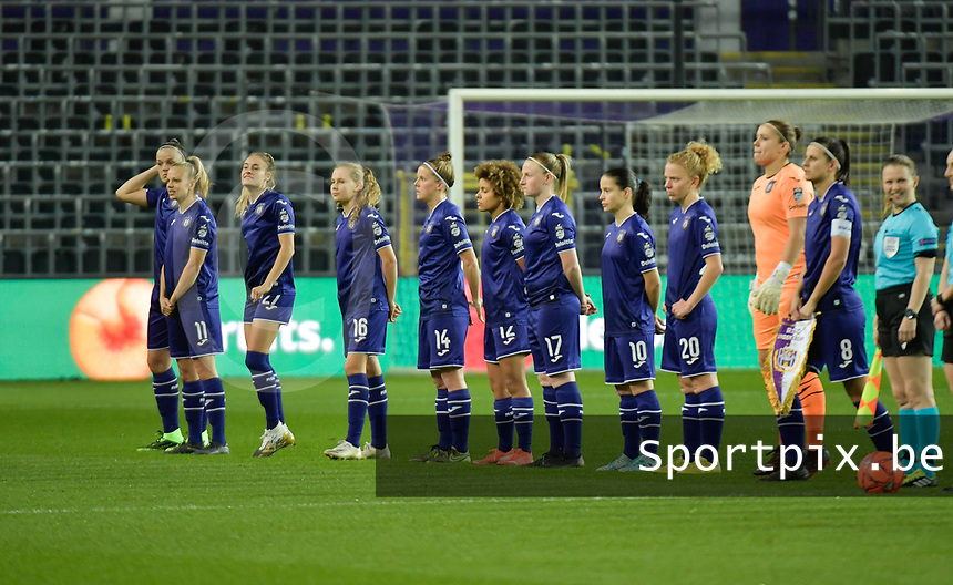 team of Anderlecht with Anderlecht's midfielder Tine De Caigny   -  Anderlecht's forward Sarah Wijnants   -  Anderlecht's Tessa Wullaert   -  Anderlecht's forward Jarne Teulings   -  Anderlecht's defender Laura Deloose  -  Anderlecht's midfielder Kassandra Missipo   -  Anderlecht's defender Silke Leynen   -  Anderlecht's midfielder Stefania Vatafu   -  Anderlecht's midfielder Charlotte Tison   -  Anderlecht's goalkeeper Justine Odeurs   -  Anderlecht's defender Laura De Neve    pictured during a female soccer game between RSC Anderlecht Dames and Portugese Benfica Ladies  in the second qualifying round for the Uefa Womens Champions League of the 2020 - 2021 season , Wednesday 18 th of November 2020  in ANDERLECHT , Belgium . PHOTO SPORTPIX.BE | SPP | DIRK VUYLSTEKE