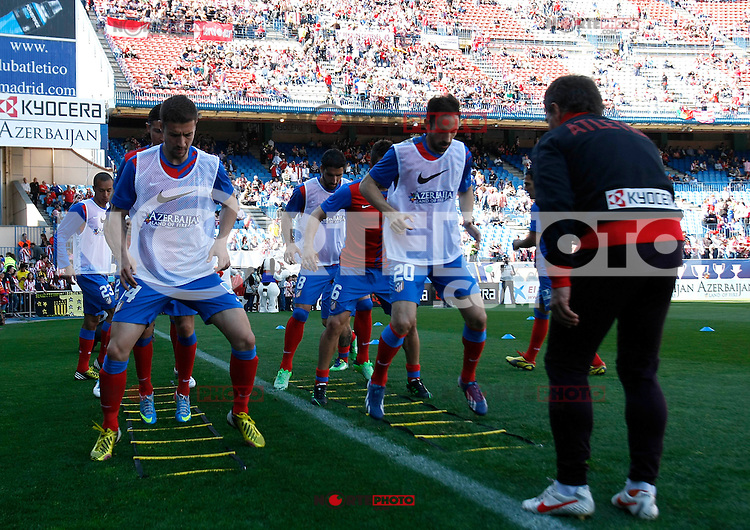 Atletico's players before La Liga BBVA match. April 14, 2013.(ALTERPHOTOS/Alconada)