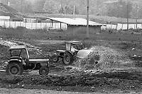 - Disastro ecologico di Seveso, fuga di diossina dallo stabilimento ICMESA (compagnia Givaudan), costruzione delle vasche per contenere i rifiuti contaminati (aprile 1983)<br /> <br /> - Ecological disaster of Seveso, leak of dioxine from ICMESA plant (Givaudan company ), construction of basins to contain contaminated waste(April 1983)