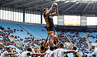 Photo: Richard Lane/Richard Lane Photography. Wasps v Ospreys. Anglo-Welsh Cup. 05/02/2017. Wasps' Will Rowlands wins a lineout.
