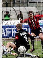 Siena 17/4/2005 Campionato Italiano Serie A <br /> Siena Milan 2-1<br /> Hernan Crespo scores his goal of 0-1<br /> Hernan Crespo segna il gol del vantaggio per il Milan<br /> Photo Fabrizio Corradetti Insidefoto