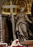 Papa Francesco celebra una messa per l'ordinazione di due nuovi vescovi, nella Basilica di San Pietro, Citta' del Vaticano, 24 ottobre 2013.<br /> Pope Francis attends a mass for the ordination of two new bishops in St. Peter's Basilica at the Vatican, 24 October 2013.<br /> UPDATE IMAGES PRESS/Riccardo De Luca<br /> <br /> STRICTLY ONLY FOR EDITORIAL USE