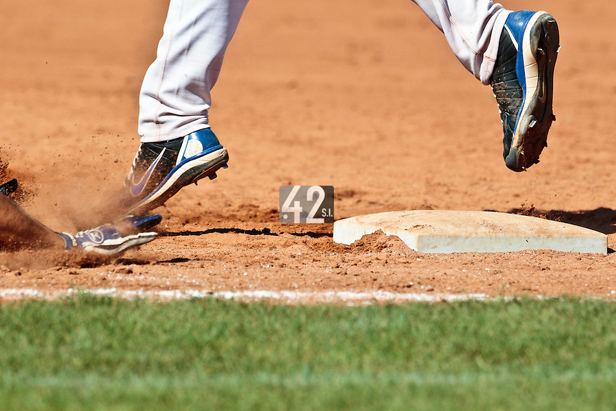 20 August 2010: Illustration of a dive into first base during France 6-5 win over Italy, at the 2010 European Championship, under 21, in Brno, Czech Republic.