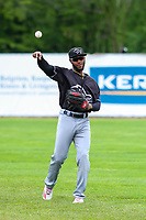 Quad Cities River Bandits outfielder Bryan De La Cruz (16) warms up in the outfield prior to a Midwest League game against the Beloit Snappers on May 20, 2018 at Pohlman Field in Beloit, Wisconsin. Beloit defeated Quad Cities 3-2. (Brad Krause/Four Seam Images)