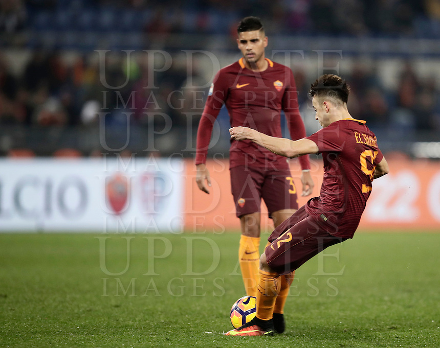 Calcio, Serie A: Roma vs ChievoVerona. Roma, stadio Olimpico, 22 settembre 2016.<br /> Roma's Stephan El Shaarawy scores on a free kick during the Italian Serie A football match between Roma and Chievo Verona, at Rome's Olympic stadium, 22 December 2016.<br /> UPDATE IMAGES PRESS/Isabella Bonotto