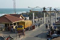 TOGO, Lome, Boulevard du Mono, frontier station to Ghana / Grenzuebergang zu Ghana