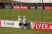 Abwehrspieler stehen bereit - Seefeld 31.05.2021: Trainingslager der Deutschen Nationalmannschaft zur EM-Vorbereitung