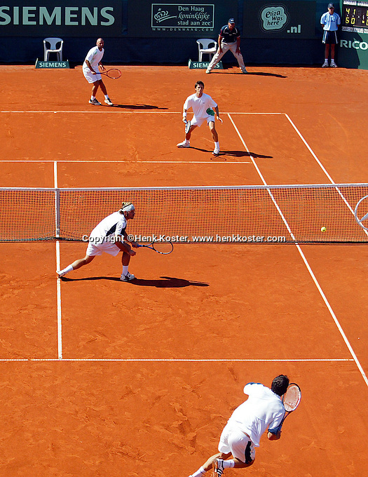 16-7-06,Scheveningen, Siemens Open, doubles final, Navarro and Garcia-Lopez defeat Gicquel and Roger-Vasselin(back)