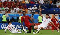 SARANSK - RUSIA, 25-06-2018: Vahid AMIRI y Omid EBRAHIMI (Der) jugadores de RI de Irán disputan el balón con WILLIAM (C) jugador de Portugal durante partido de la primera fase, Grupo B, por la Copa Mundial de la FIFA Rusia 2018 jugado en el estadio Mordovia Arena en Saransk, Rusia. / Vahid AMIRI (L) and Omid EBRAHIMI (R) players of IR Iran fight the ball with WILLIAM (C) player of Portugal during match of the first phase, Group B, for the FIFA World Cup Russia 2018 played at Mordovia Arena stadium in Saransk, Russia. Photo: VizzorImage / Julian Medina / Cont