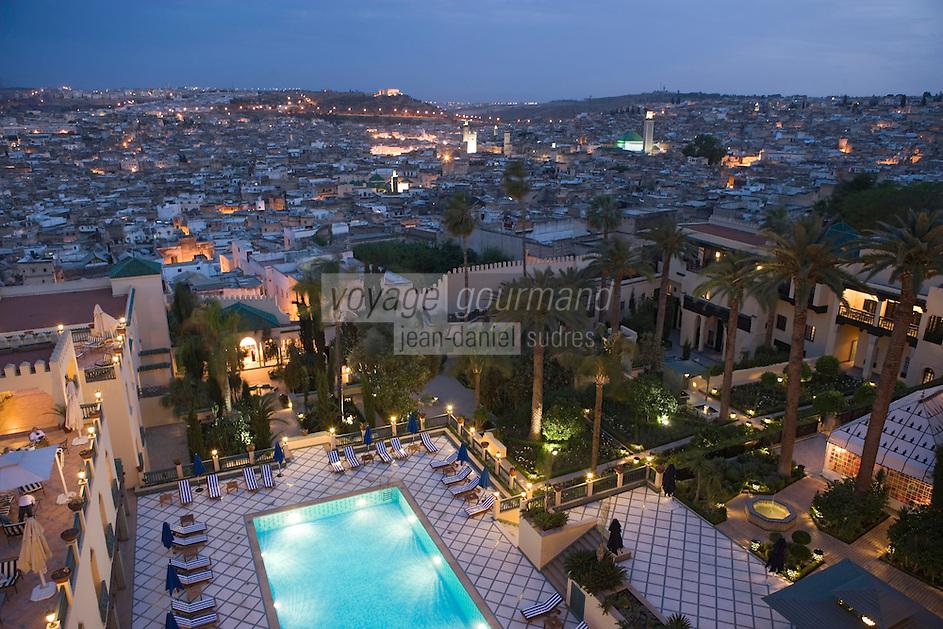 Afrique/Afrique du Nord/Maroc/Fèz: Médina de Fèz-El-Bali et les minarets de ses mosquées; vue à la tombée de la nuit depuis le Palais Jamai