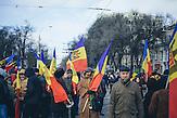 Zehntausende demonstrieren gegen die neue Regierung in Chisinau, Republik Moldau. / <br />Tens of thousands protest against the new government in Chisinau, Republic of Moldova.