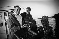 Europe/France/Bretagne/22/Côtes d'Armor/Hillion :  Nicolas Adam Restaurant: La Vieille Tour à Plérin-sous-la-Tour avec le Myticulteur Bruno Crépieux qui produit les moules de bouchot de la Baie de Saint-Brieuc [Non destiné à un usage publicitaire - Not intended for an advertising use]