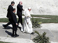 Pope Francis leaves at the end of the Palm Sunday Mass in Saint Peter's Square at the Vatican, April 9, 2017. UPDATE IMAGES PRESS/Isabella Bonotto<br /> STRICTLY ONLY FOR EDITORIAL USE