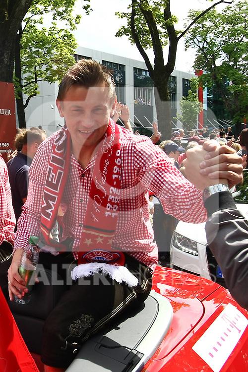 09.05.2010, Marienplatz, Muenchen, GER, 1. FBL, Meisterfeier der Bayern , im Bild  Ivica Olic (FC Bayern Nr.11) , Foto © nph / Straubmeier