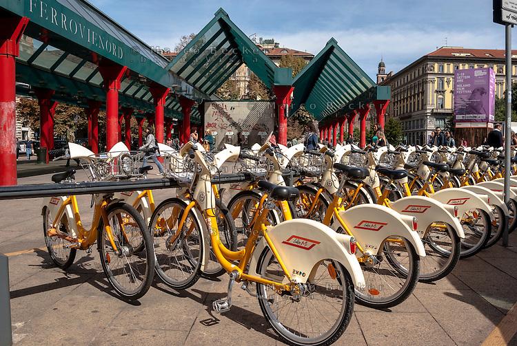 Milano, bike sharing presso la stazione Cadorna --- Milan, bike sharing at Cadorna station