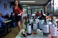 """Europe/France/Aquitaine/33/Gironde/Macau: Dégustation de Bordeaux à la Guinguette """"Chez Quinquin"""" [Non destiné à un usage publicitaire - Not intended for an advertising use]"""