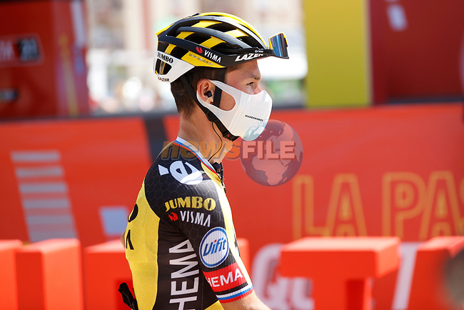 Primoz Roglic (SLO) Jumbo-Visma at sign on before Stage 5 of La Vuelta d'Espana 2021, running 184.4km from Tarancón to Albacete, Spain. 18th August 2021.    <br /> Picture: Luis Angel Gomez/Photogomezsport | Cyclefile<br /> <br /> All photos usage must carry mandatory copyright credit (© Cyclefile | Luis Angel Gomez/Photogomezsport)