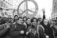 - student demonstration against war in Iraq (January 1991)....- manifestazione studentesca contro la guerra in Iraq (gennaio 1991)