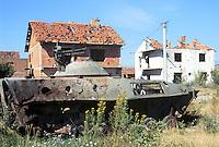 Kosovo, Serbian tank destroyed  by  NATO attacks with depleted uranium grenades....- Kossovo, carro armato serbo distrutto dai bombardamenti NATO con proiettili all'uranio impoverito