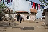 In Ocolna im Süden Rumäniens träumt Dragos von einem eigenen Friseursalon. Das vorwiegend von Roma bewohnte Dorf  ist arm, aber die Bewohner haben eine Initiative gegründet um gegenzusteuern. Neben wichtigen Infrastrukturvorhaben ist auch Dragos Friseursalon ein Teil der Vorhaben um eine Verbesserung der derzeitigen Situation zu erreichen.