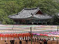 Schmuck zu Buddha's Geburtstag im Beomosa Tempel bei Busan, Gyeongsangnam-do, Südkorea, Asien<br /> decoration at Buddha's birthday, buddhist temple Beomosa near Busan,  province Gyeongsangnam-do, South Korea, Asia