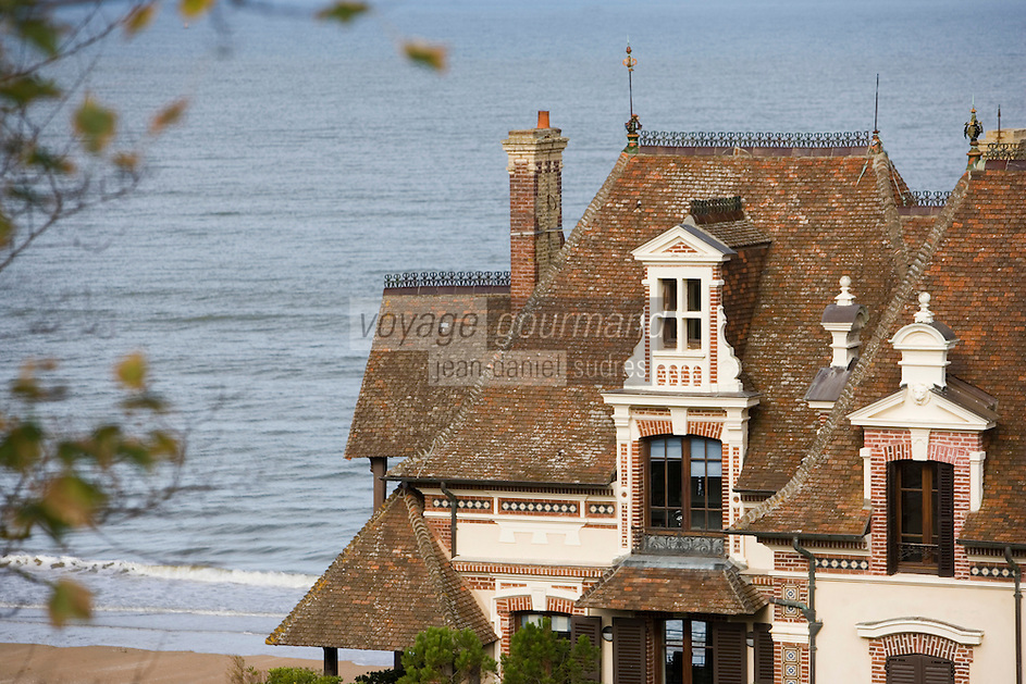 Europe/France/Basse-Normandie/Calvados/Houlgate: villa XIX et la Manche