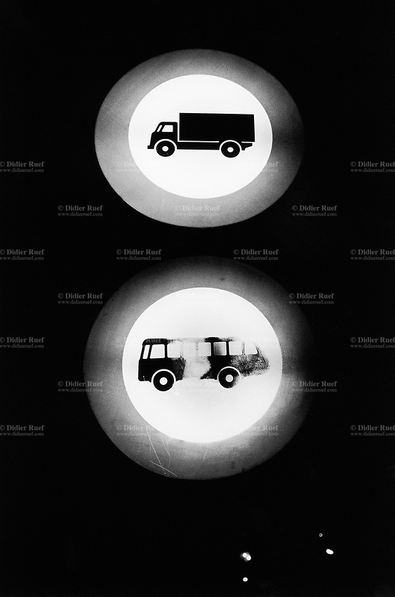 Switzerland. Canton Ticino. Lugano. A road sign forbids any traffic from trucks and motor coaches. No thoroughfare. Night scene. © 2007 Didier Ruef